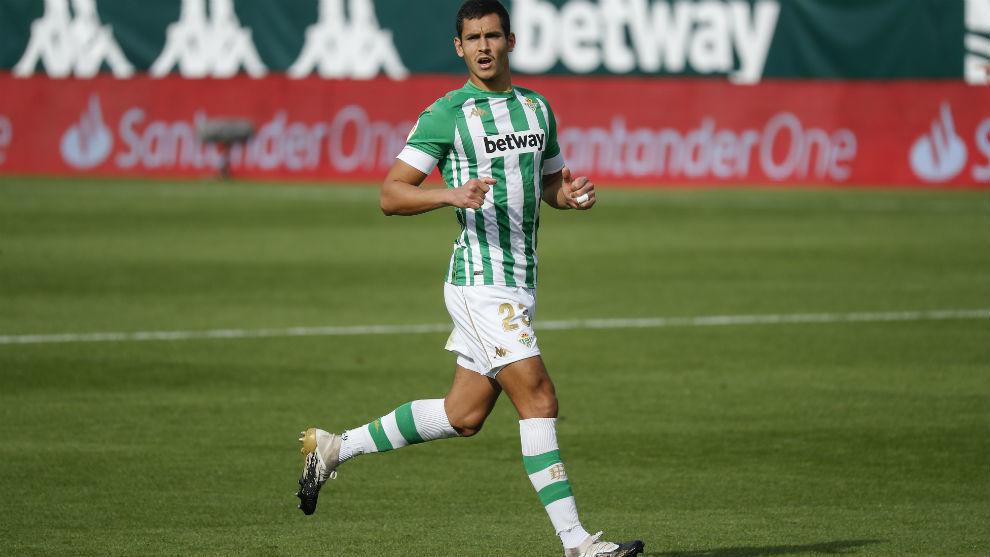 El argelino Aïssa Mandi (29), jugador del Betis.