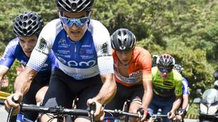 Óscar Sevilla, en primer plano, durante la última etapa de la Vuelta...