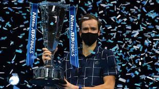 Medvedev, con el trofeo de maestro