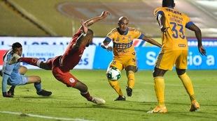 Luis 'Chaka' Rodríguez no pudo definir una gran jugada...