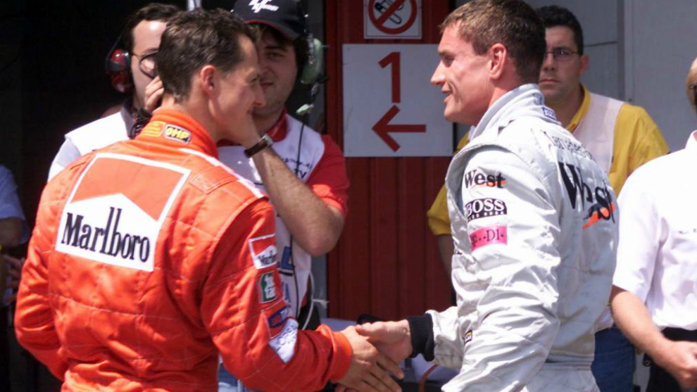 'Schumi' saluda a Coulthard.