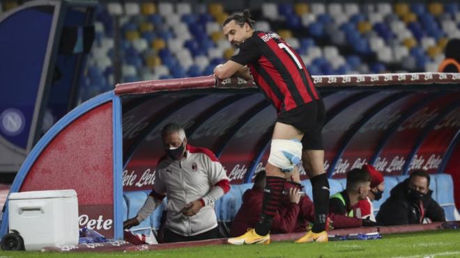 Ibrahimovic en el duelo del Milan ante el Napoli.
