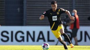 Reinier durante un partido con el Dortmund