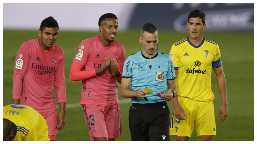Casemiro y Militao, durante el partido de Liga ante el Cádiz.
