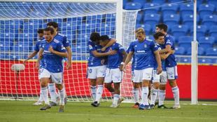 Los jugadores del Oviedo celebran un gol
