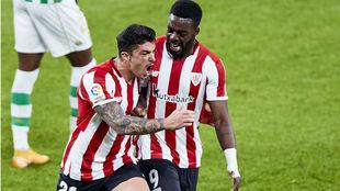 Capa y Williams celebran el segundo gol del Athletic.