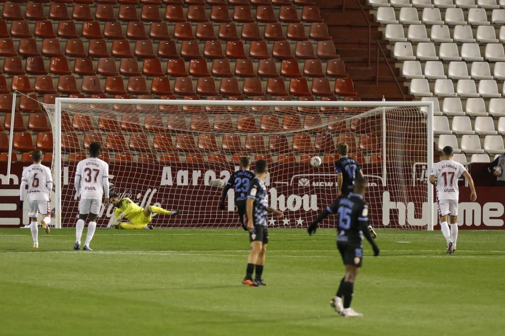 Lanzamiento de penalti de Corpas para el primer gol del partido