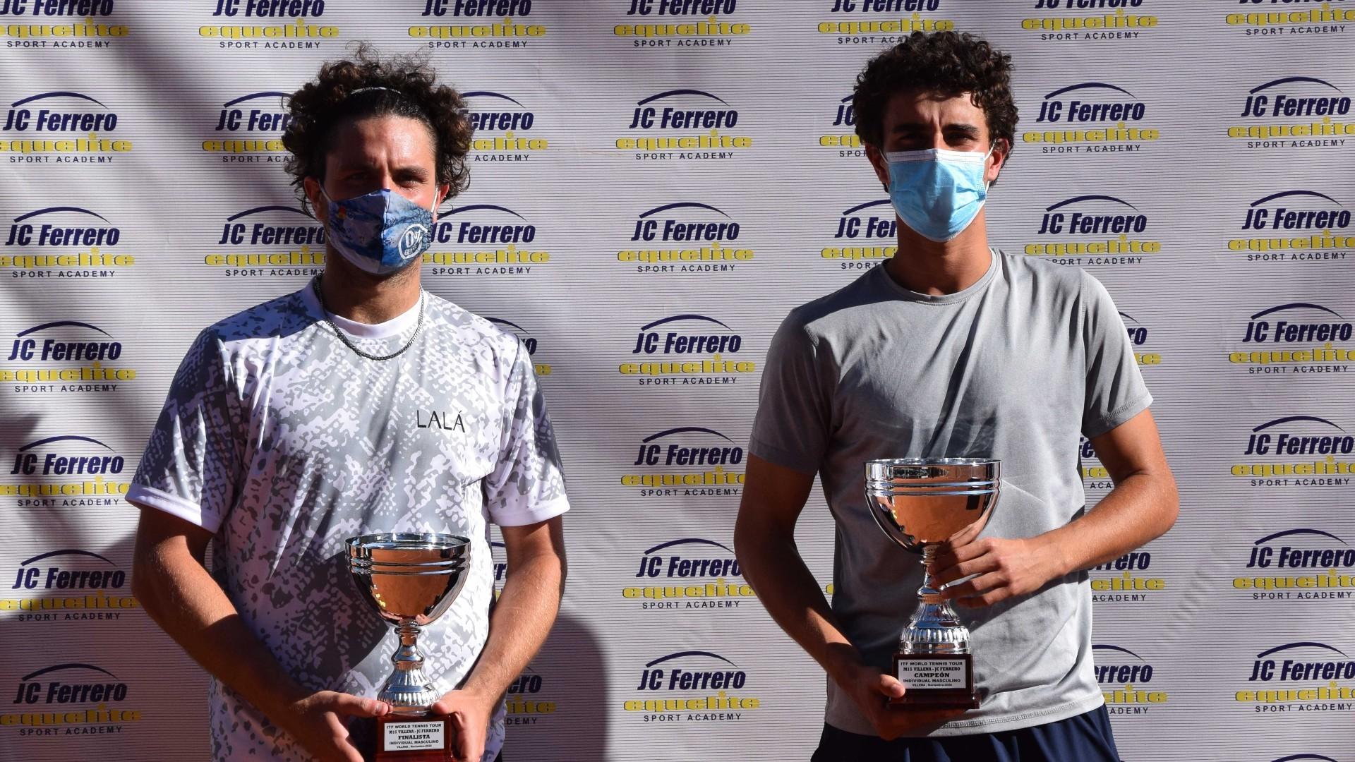 Pol Martín con el finalista, Trungellitti, y el torneo de vencedor en...