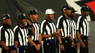 El equipo arbitral del encuentro entre Tampa Bay y los Rams
