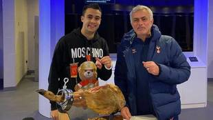 "La vida según Mourinho: le paga un jamón de más de 560 euros a Reguilón con un ""yo cumplo..."""