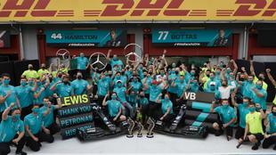 Mercedes celebra su séptimo título seguido en constructores.