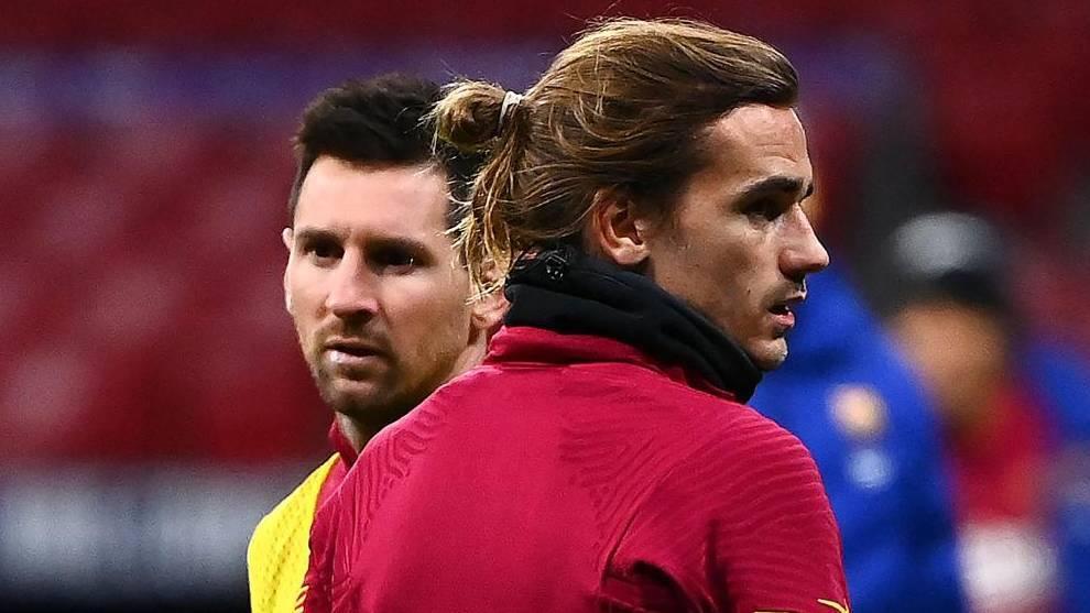Leo Messi y Antoine Griezmann, calentando ante el Atlético.