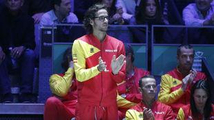 Feliciano López aplaude en el banquillo del equipo español