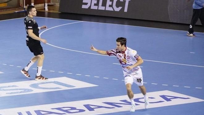 Un momento del partido entre el Ademar y el Toulouse en León /