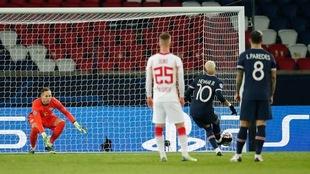 Neymar marcó de penal para la victoria.