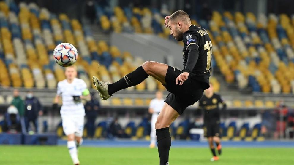 Alba, durante el encuentro contra el Dynamo.
