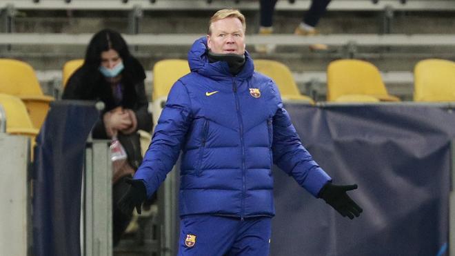 Ronald Koeman en el duelo del Barcelona.