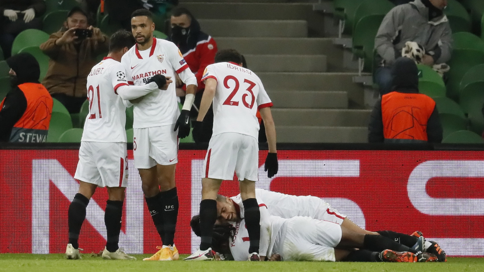 Jugadores del Sevilla FC celebrando un gol en el partido de Liga de...