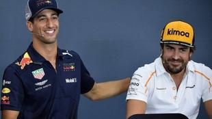 Daniel Ricciardo y Fernando Alonso.