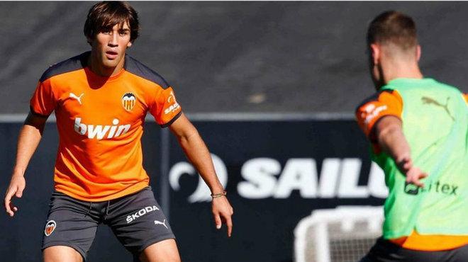 Jesús Vázquez, en una sesión con el primer equipo del Valencia.