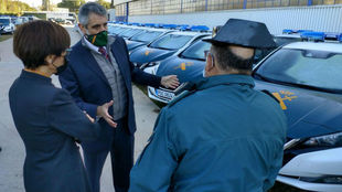 La directora general de la Guardia Civil, María Gámez, contampla los...