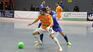 Dani Martín y Borja Blanco disputan un balón durante el Aspil...