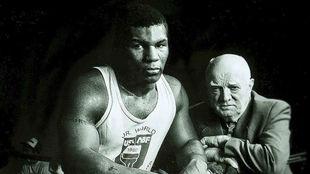 Mike Tyson junto a Cus D'Amato.