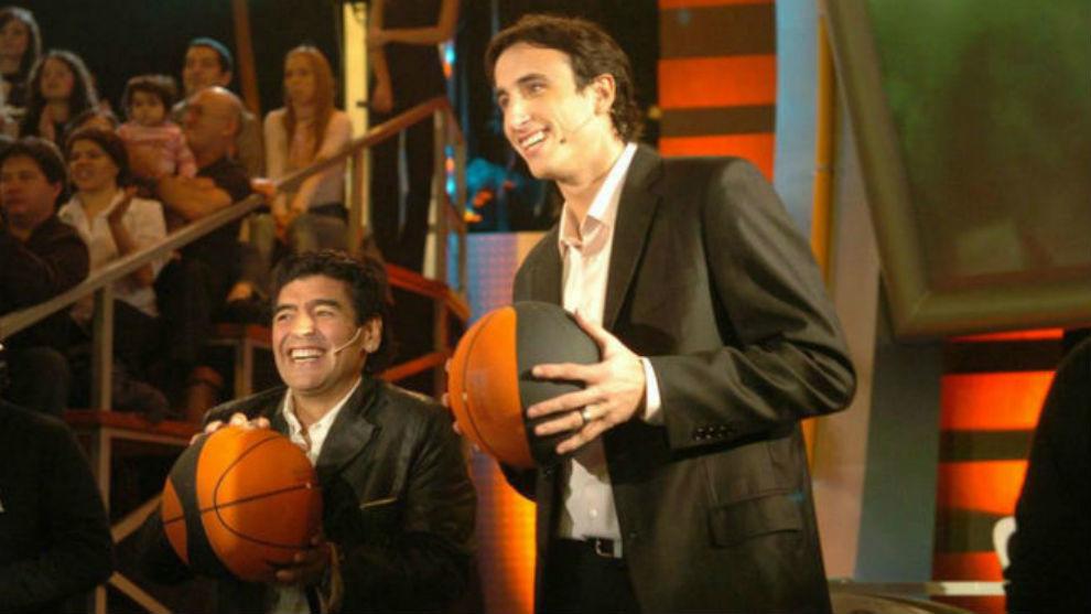 Maradona y Ginóbili en una visita del escolta a 'La Noche del 10'
