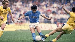 Por esto Diego era Dios en Nápoles: sus mejores jugadas