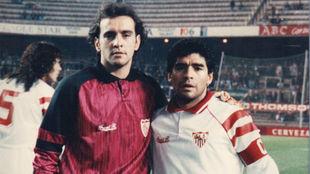 Imagen de archivo de Monchi junto a Maradona en el Sevilla.
