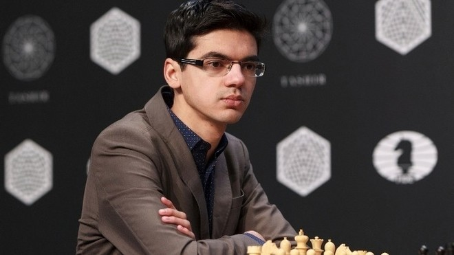 Carlsen gana a Giri la primera manga de cuartos del Skilling Open