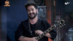 El artista colombiano Camilo, con la guitarra eléctrica de Grison en...
