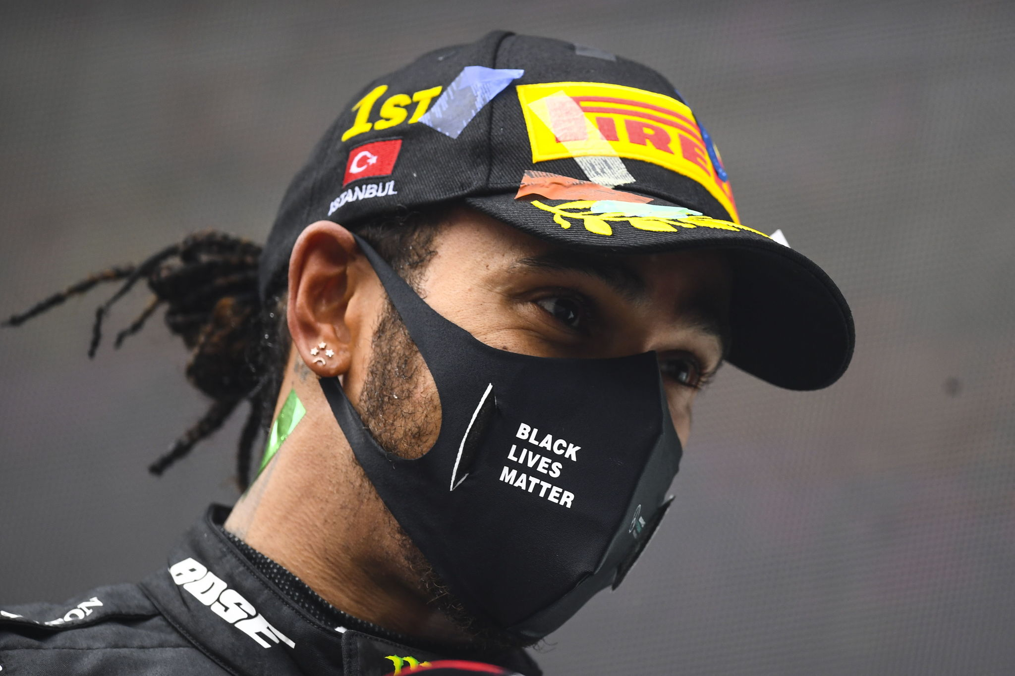 Istanbul (Turkey), 15/11/2020.- British Formula One driver lt;HIT gt;Lewis lt;/HIT gt; lt;HIT gt;Hamilton lt;/HIT gt; of Mercedes-AMG Petronas wears a protective face mask reading black lives matter after winning the race and the 7th Formula One Championship at the 2020 Formula One Grand of Turkey at the Intercity Istanbul Park circuit, Istanbul, Turkey, 15 November 2020. (Fórmula Uno, Turquía, Estanbul) EFE/EPA/Clive Mason / Pool