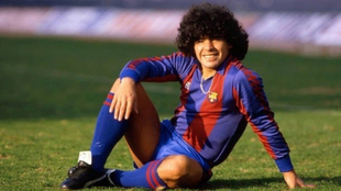 Maradona, con la camiseta del Barcelona.