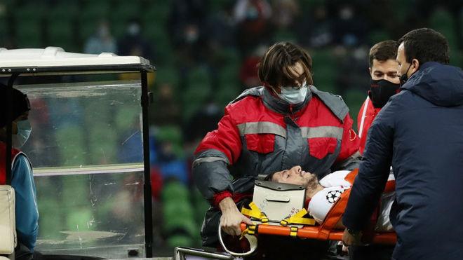 Escudero sale en camilla del césped de Krasnodar.