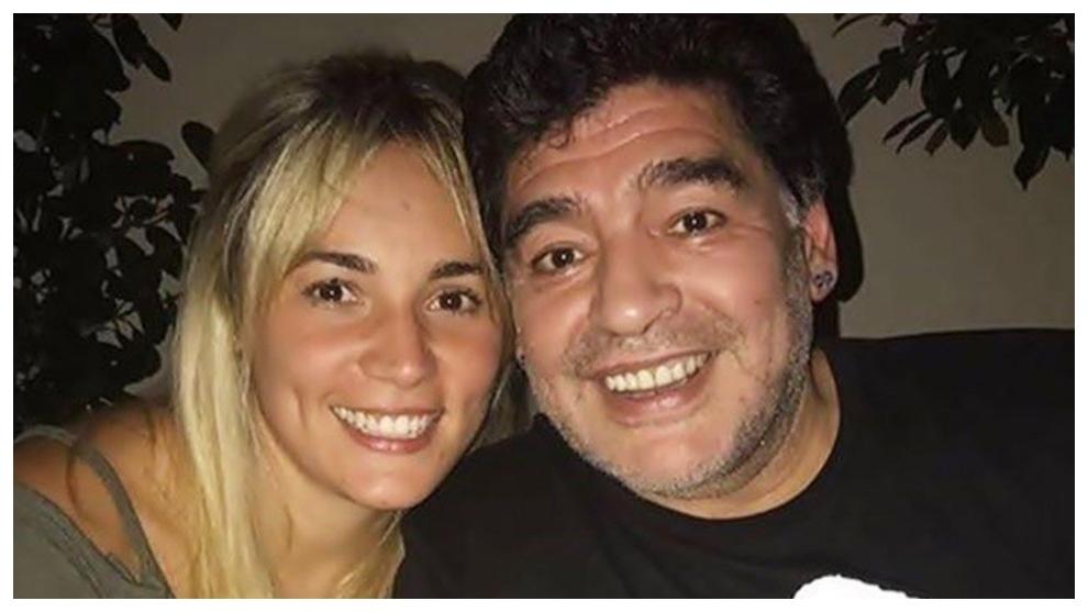 Rocío Oliva, junto a Maradona.