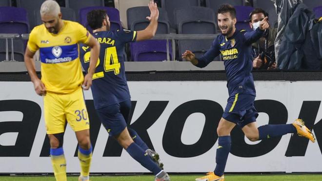 Baena celebra su gol en Tel Aviv con Alfonso Pedraza.