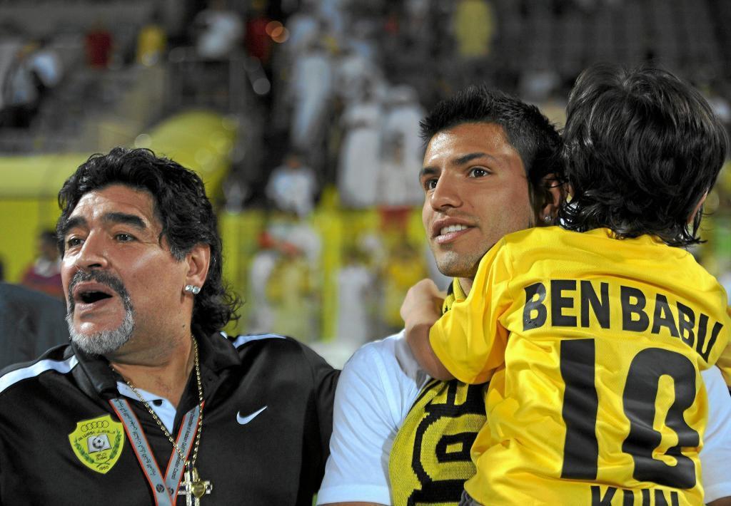 Maradona, con Agüero y su nieto Benjamín.