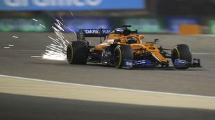 Carlos Sainz, durante la segunda sesión de libres en Bahréin.