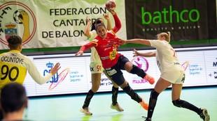 Almudena Rodríguez se infiltra entre la defensa eslovaca /
