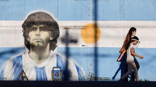 El mundo asimila vivir en un mundo sin Maradona.