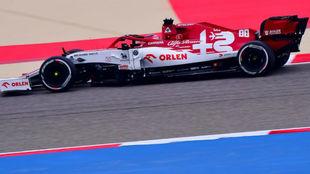 Kubica, durante los entrenamientos libres del viernes con Alfa en...