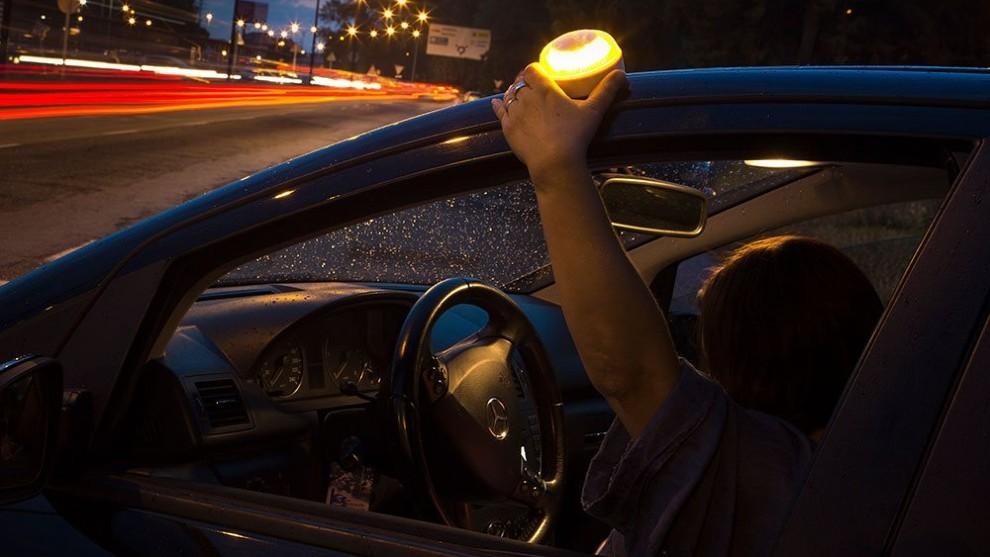 Balizas luminosas: todo lo que debes saber sobre el sustituto de los triángulos de emergencia