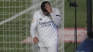 Hazard se retira lesionado del césped del Di Stéfano