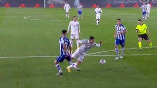 """""""Hay penalti de Nacho y no a Hazard"""""""