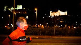 Abel Antón corriendo La Nocturna de Toledo.