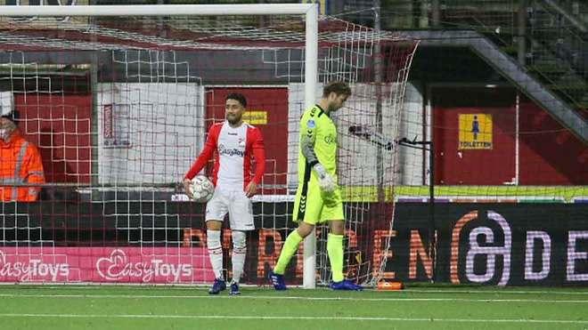 Ajax sin Edson Álvarez gana y sigue líder de la Eredivisie.