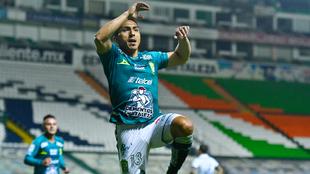 Ángel Mena anotó el segundo del León ante el Puebla. |