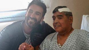 Leopoldo Luque y Maradona, en la foto que publicó el médico tras la...