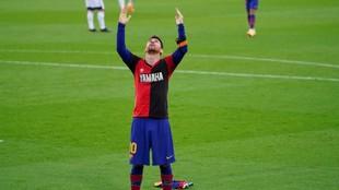 Messi dedica su gol a Maradona con la camiseta de Newell's.